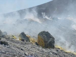 С утра лазили в кратер на острове Вулкано