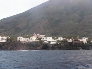 Остров небольшой, поворачиваем на юг, подходим к городку Ficogrande